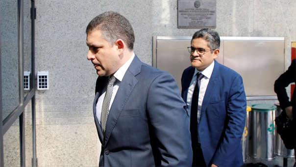 Los fiscales Rafael Vela y José Domingo Pérez en Curitiba.