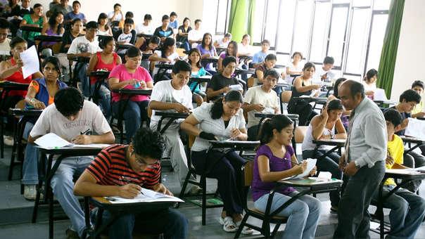 Miles de jóvenes no estudian en una universidad ni en un instituto debido a falta de dinero, pero esta situación puede cambiar,
