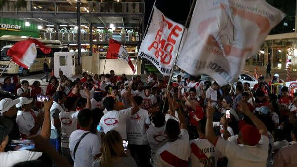 Hinchas de la Selección Peruana realizaron banderazo con miras al Perú vs. Uruguay
