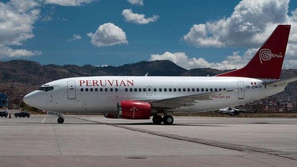 Cientos de pasajeros de Peruvian Airlines quedaron varados luego que la empresa peruana suspendió sus vuelos debido a un embargo de la autoridad aduanera.