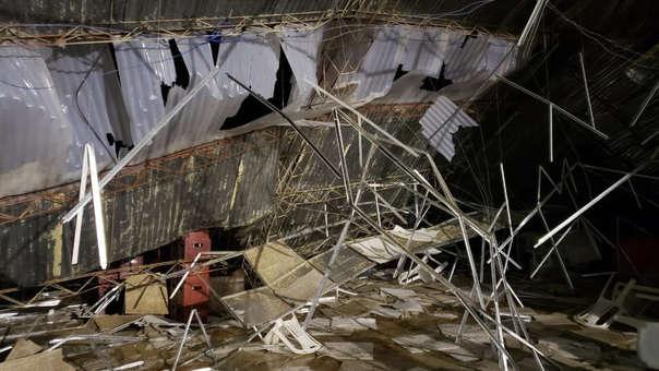 Al menos seis muertos y 40 heridos tras caerse un techo durante fiesta patronal.