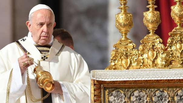 El papa Francisco durante una misa en la plaza San Pedro, en el Vaticano.