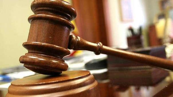 La Corte Suprema señaló que el incumplimiento de la normativa laboral debe ser denunciado ante la autoridad de trabajo o el juez de trabajo, y no ante el juez penal.