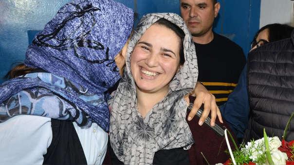 La periodista marroquí Hajar Raissoun a su salida de prisión.