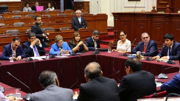 El recurso fue presentado por Ángel Neyra (hablando por teléfono en la foto). La Corte Superior de Justicia de Lima indicó que el TC será el que dilucidará el tema.
