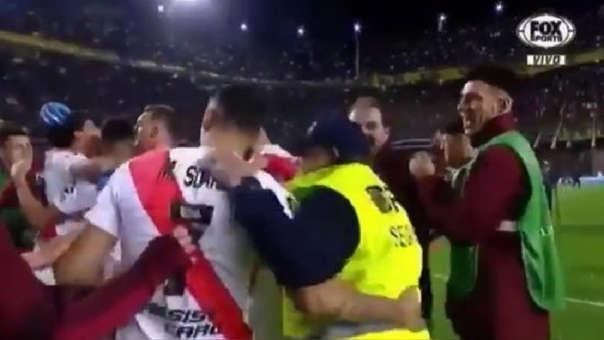 Despidieron a seguridad de Boca Juniors que festejó con jugadores de River Plate