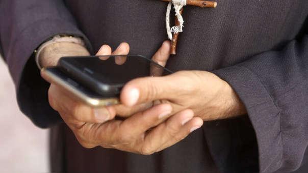 En su defensa, el párroco atribuyó el hecho a un presunto hackeo de su teléfono.