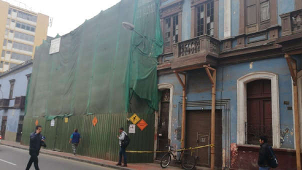 Balcón se desplomó en la cuadra 3 del Jirón Carabaya