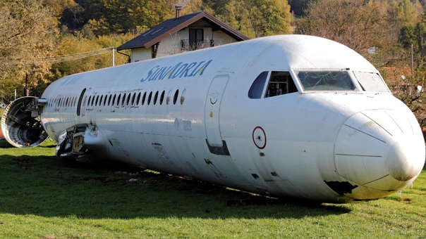 El cuerpo del avión Fokker-100 usado por el ingeniero croata para su proyecto