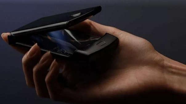 De esta forma se plegaría el nuevo celular de Motorola.