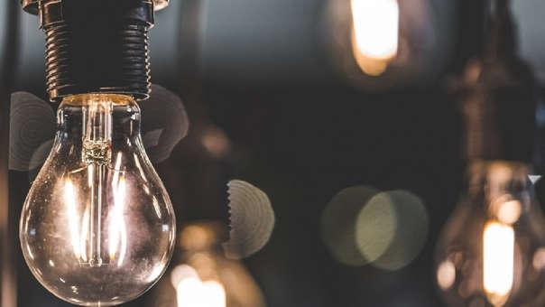 El alza de los costos del recibo de luz se da tras la actualización de los precios de generación y transmisión eléctrica.