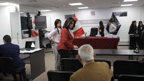 Martha Chávez se presentó como abogada de Fuerza Popular y pidió la reprogramación de la audiencia al juez.