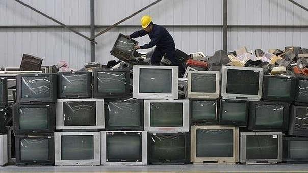 En el 2012 se publicó el Reglamento Nacional para la Gestión y Manejo de los Residuos de Aparatos Eléctricos y Electrónicos, el cual estableció el principio de responsabilidad extendida del productor, donde este último se hace responsable del manejo post consumo de estos residuos.