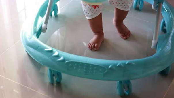 El uso del andador no acelera el proceso de caminar en niños y niñas.