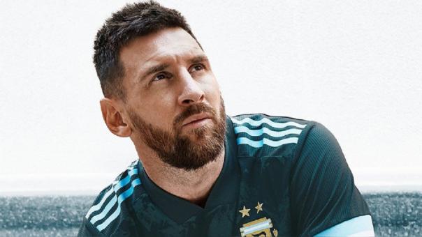 Selección de Argentina presentó su nueva camiseta oficial previo al duelo ante Brasil