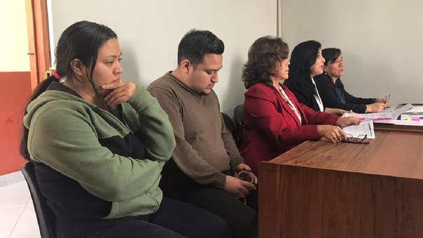 Sheyla Villarreyes Vásquez y su hermano Marco Villarreyes Vásquez estuvieron presentes en la sentencia.