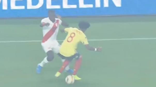 La huacha de Luis Advíncula en el Perú vs. Colombia por amistoso internacional