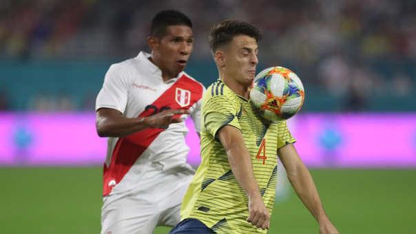 Perú cayó en el último minuto ante Colombia