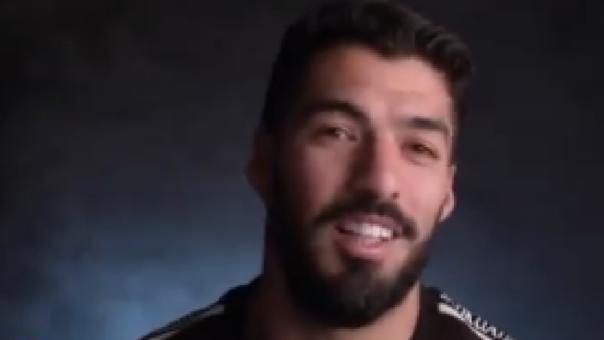 Luis Suárez y su pesada broma a Gerard Piqué al ponerle mondadientes en su silla