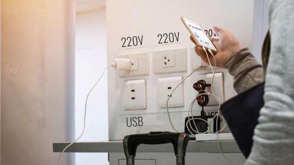 Una campaña advierte sobre los riesgos de usar puertos USB de carga en lugares públicos