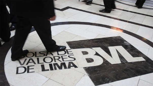 A esta hora de jornada bursátil tanto en la plaza local como en la neoyorquina, el valor del grupo empresarial peruano cae.