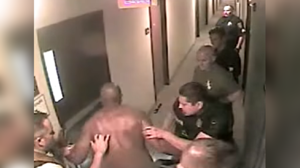 Michael Webb es detenido por la Policía de Texas.