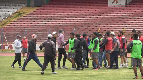 Hinchas de Sport Boys ingresaron armados al entrenamiento de Sport Huancayo
