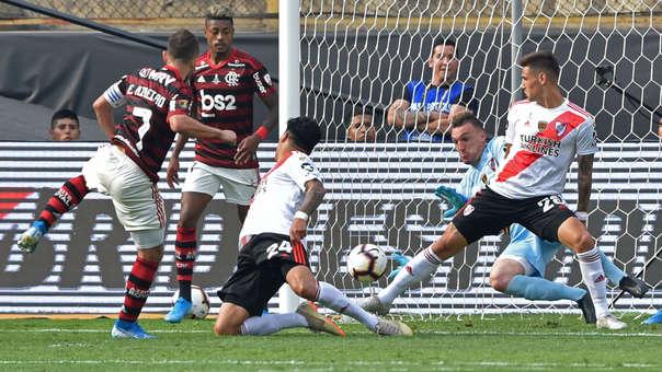 La enorme atajada de Armani que evitó el gol de Flamengo ante River Plate