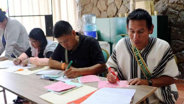 Un total de 20 docentes hablantes de lenguas procedentes de las regiones Ucayali, Junín y Cusco se reúnen en Lima para elaborar los cuadernos de trabajo para escolares.