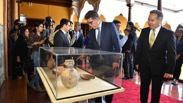 Los ministros de Cultura y de Relaciones Exteriores asistieron a la repatriación de los bienes culturales