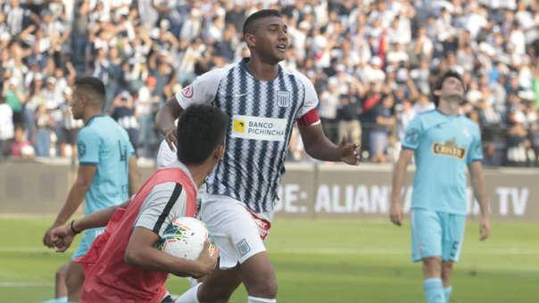 Aldair Fuentes anotó el gol de la victoria de Alianza Lima sobre Sporting Cristal