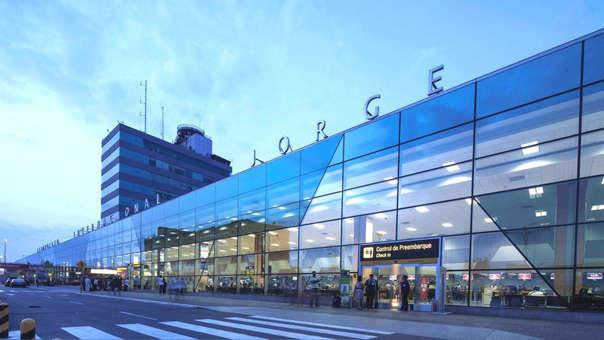 La ampliación del Aeropuerto Jorge Chávez, comprende la construcción de una segunda pista de aterrizaje, un nuevo terminal de pasajeros, una nueva plataforma, y la nueva torre de control.