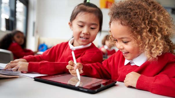 ¡Más motivados para aprender! Tres beneficios de incluir la tecnología educativa en la enseñanza de tus hijos