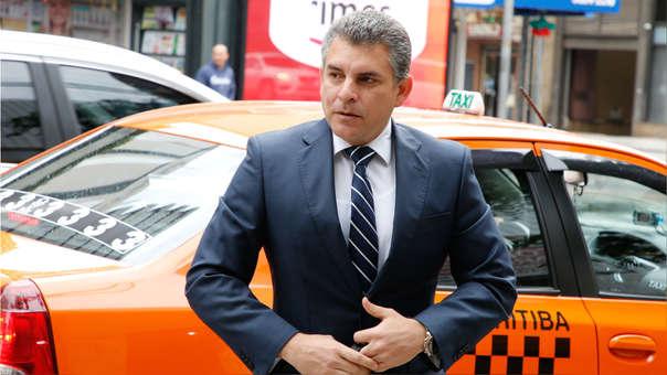 El fiscal que lleva el caso Lava Jato en Perú, Rafael Vela, llega al Ministerio Público Federal este lunes, en Curitiba (Brasil).