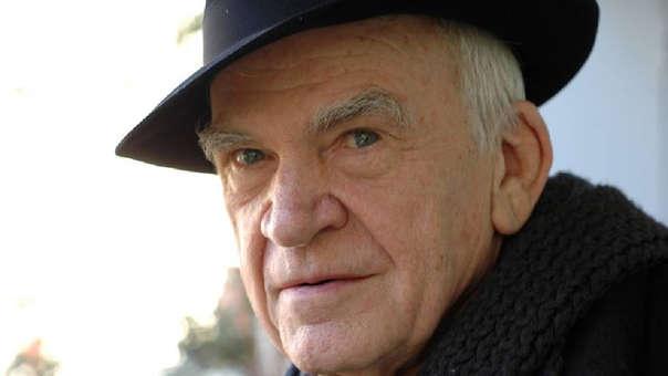 Milan Kundera: República Checa le pide perdón y le devuelve la nacionalidad después de 40 años
