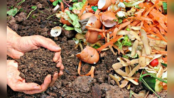 El compostaje ayuda al medio ambiente, pues reduce la cantidad de basura que se genera.