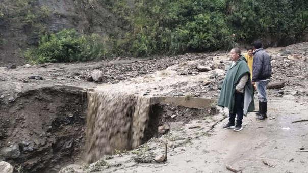 El alcalde de Cholón, Miguel Herrada, observó los daños que causó el aumento de las aguas del río Oso.
