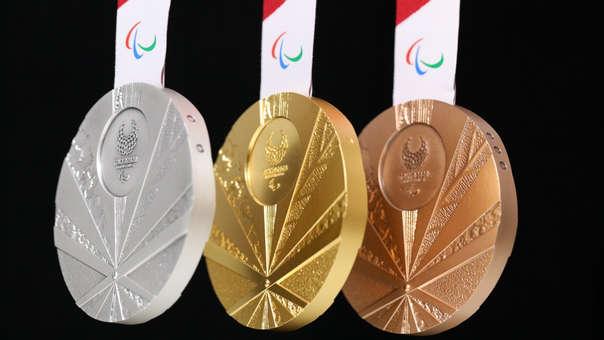 Así serán las medallas de plata, oro y bronce, respectivamente, de Tokio 2020.