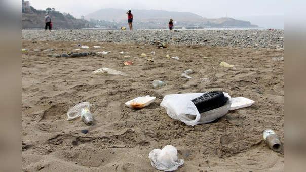 La falta de tachos en las playas acentúa la contaminación de estos espacios públicos.