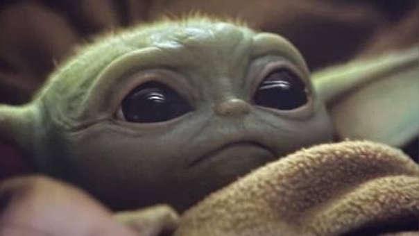 Baby Yoda golpeado