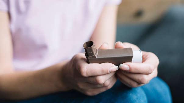 Es importante tratar las crisis de asma a tiempo, a fin de evitar una emergencia.