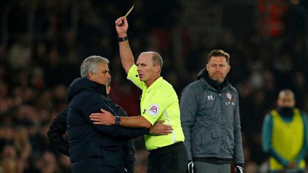 José Mourinho espió la libreta del entrenador rival en pleno partido de la Premier League