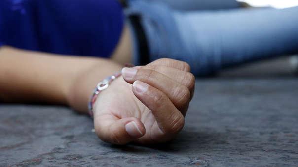 La mujer fue encontrada sobre la cama boca arriba. Aparentemente habría sido asfixiada por su acompañante.