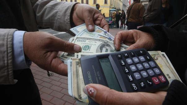 En los últimos doce meses la divisa cayó en 0.92%, de acuerdo con el Banco Central de Reserva.