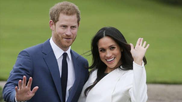 Príncipe Harry y Meghan Markle son separados de la familia real británica en el museo de cera en Londres.