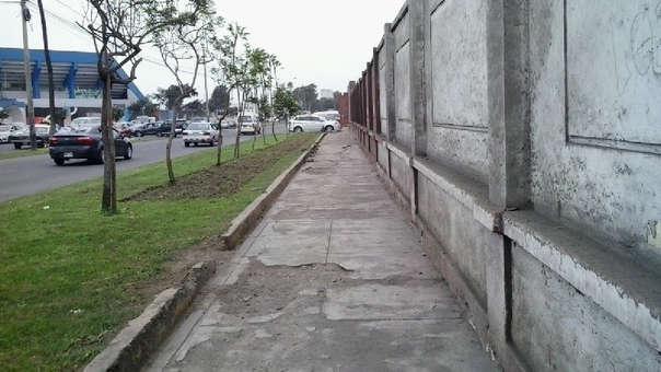 Las veredas rotas e incompletas ponen en peligro la vida de los peatones.
