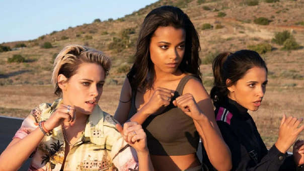 Kristen Stewart, Ella Balinska y Naomi Scott interpretan a las nuevas protagonistas de