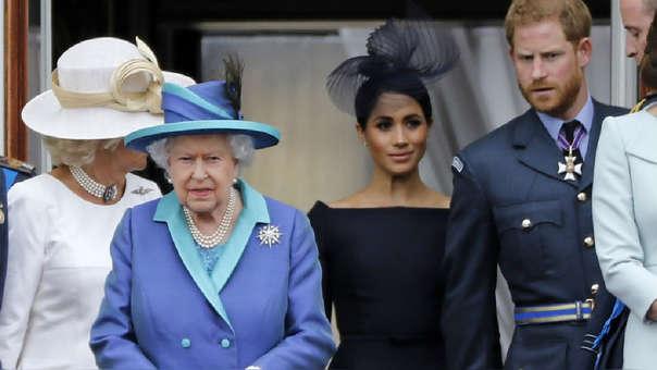 La reina Isabel II fue fotografiada tras el escándalo.