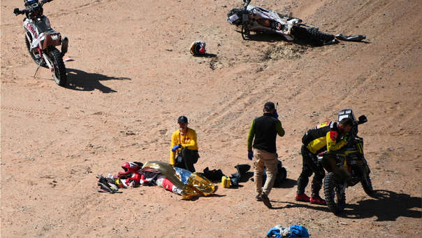 Cuerpo médico llega al lugar del accidente.