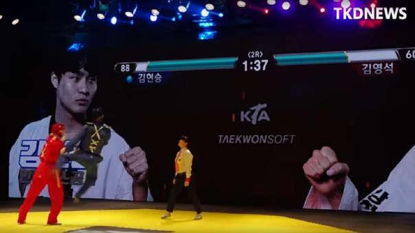 Dos competidores de Taekwondo se enfrentan al estilo de un videojuego de luchas.